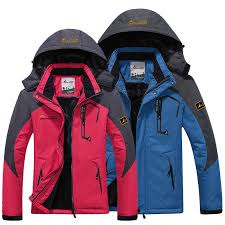 Global Men's Mountaineering Clothing Market