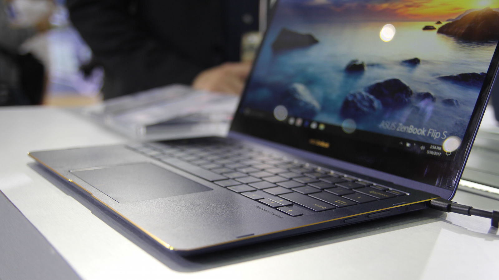 Asus Upgrades its Zenbook Flipbook S
